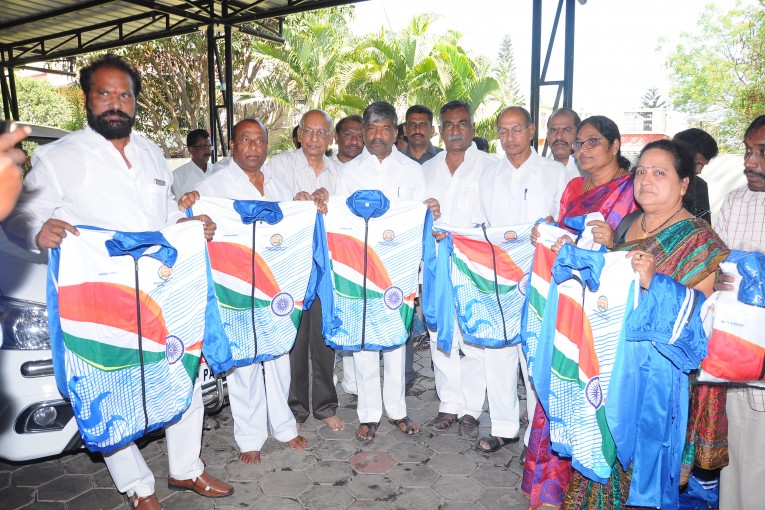 Padma Rao Goud has distributed Sports kits to 275 members